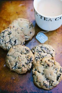 Hummingbird High: Dark Chocolate and Earl Grey Tea Cookies recipes desserts baking Tea Recipes, Sweet Recipes, Baking Recipes, Cookie Recipes, Dessert Recipes, Smoothie Recipes, Tea Cookies, Cookies Et Biscuits, Baby Cookies