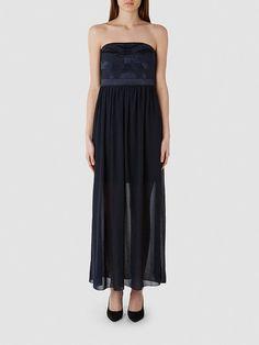 Selected Femme - Regular fit - Obermaterial: 32 % Viskose, 65 % Polyester, 3 % Elastan - Untere Teil: 100 % Polyester - Futter: 100 % Polyester - Doppellagiger Rock - Abnehmbare Träger - Langes Kleid. Dieses Abend-Kleid passt perfekt zu deinen Plänen für deine Sommerpartys. Die Länge des Kleids verleiht einen charakteristischen Look, der nur durch die schmalen Träger und der minimalistisch verz...