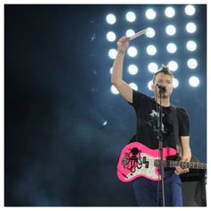 Mark Hoppus and the pink bass. *Drool.* *Sigh.*