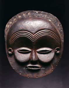 Masques africains - Les Musées Barbier-Mueller Masque, Old Mbunda ou Mbunda, Zambie, style mbalango