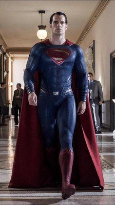 Henry Cavill as Superman in Dawn of Justice Más