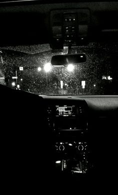 enjoy the rain and city lights together~ Fred Instagram, Photo Instagram, Rain Photography, Tumblr Photography, Night Aesthetic, Aesthetic Photo, Night Vibes, Donia, Night Driving