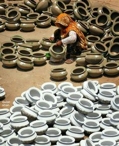 So wonderful photography of the Pakistan pottery