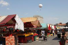 Nel cielo sopra il mercato di Porta Palazzo, la mongolfiera del Balon. #Torino