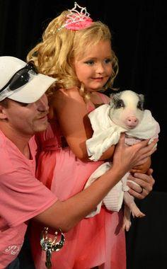 Alana Thompson, Honey Boo Boo Child. love this kid, & Glitzy (the pig)