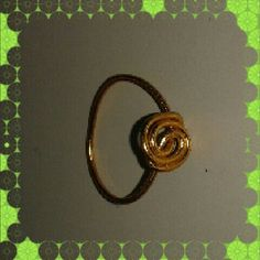 A simple ring made only out of wier can make a wonderful effect to your fingers. Made by me.
