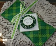 Wrap candy bars for St-Patrick's day
