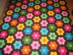 annamolins' Daisy hexagon #blanket. Love the bright colors.