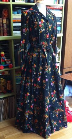 VINTAGE SHEER COTTON FLORAL MAXI DRESS LATE 1970 s DOES 1940 s SIZE 12 MEDIUM