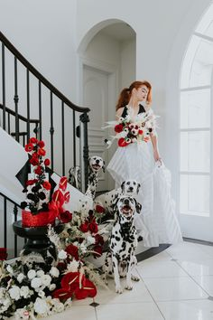 Cruella plays her most devlish role yet: the bride! The Disney villain wedding goes avant-garde with delicious details and surprises.