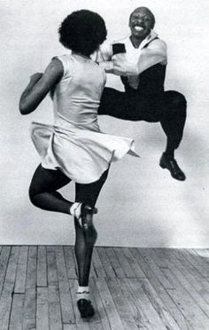 Frankie Manning (May 1914 – April was an American dancer, instructor and choreographer. Manning is considered one of the founding fathers of the Lindy Hop [swing]. Lindy Hop, Lets Dance, Shall We Dance, Tango, Bailar Swing, Tutu, Hip Hop, Swing Dancing, Dance Like No One Is Watching