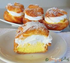 Choux a la creme prajitura 5 Sweets Recipes, No Bake Desserts, Just Desserts, Cake Recipes, Cooking Recipes, Romanian Desserts, Romanian Food, Good Food, Yummy Food