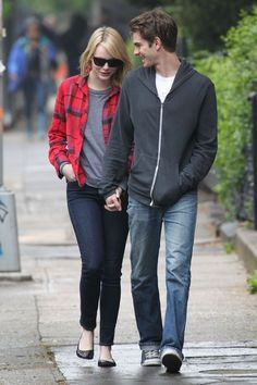 emma-stone-plaid-flannel-shirt-jeans-weekend-casual-via-teenidols4you.com
