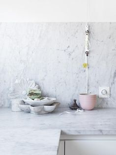 Always, it was about the marble. My platonic ideal–the house I would lie awake and fantasize about–involved carrara: countertops, mantels, thresholds, and Marble Kitchen Counters, Marble Countertops, Granite Backsplash, Kitchen Worktops, Backsplash Ideas, Kitchen Interior, New Kitchen, Kitchen Staging, Rental Kitchen