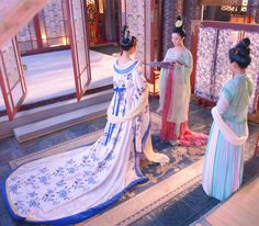 Hanfu:traditional Chinese costume. This scene comes from 'Empress of China'. Ancient Chinese fashion