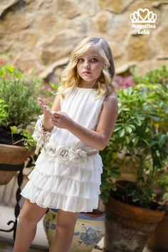 Vestidos Archivos - Minimoda.es Cute Girl Dresses, Lovely Dresses, Flower Girl Dresses, Little Girl Outfits, Little Girl Fashion, Kids Outfits, Tween Fashion, Moda Fashion, Sunday Dress