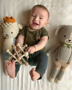Joanna Gaines celebrated her youngest son Crew's six-month birthday in January. She posted a picture of the baby in a monogrammed tee, surrounded by toys from Cuddle and Kind. Here's how to get Crew's loot for yourself. Joanna Gaines Family, Joanna Gaines House, Joanna Gaines Style, Chip And Joanna Gaines, Jojo Gaines, Gaines Fixer Upper, Fixer Upper Joanna, Magnolia Fixer Upper, Magnolia Farms