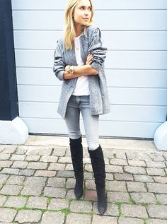 Gray sweater, gray skinny jeans, and black over-the-knee suede boots. // Look De Pernille
