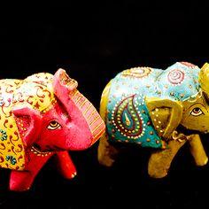 elefantes pintados - Google Search Fen Shui, Elephant Art, Decoupage, Statue, Christmas Ornaments, Holiday Decor, Elephants, Crafts, Country