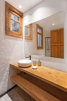 Wood Windows, Windows And Doors, Ceiling Cladding, Patio Interior, Interior Design, Old Apartments, Brick And Wood, Wood Stars, Complete Bathrooms
