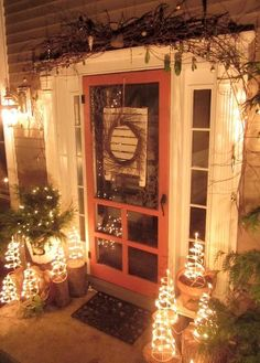 A Whole Bunch Of Christmas Entry and Porch Ideas - Christmas Decorating -