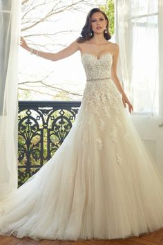 A-line Sweetheart Chapel Train Tulle Designer Wedding Dresses with Appliques Sequin Style D5424