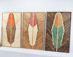 Reclaimed Wood Wall Art Hanging Feather par RoamingRootsWoodwork