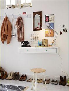 Konsolen mit Schüben: Vielseitig einsetzbare Wandkonsole in drei verschiedenen Breiten.