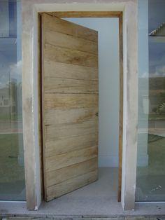 Carpintaria de Instalação (Tudo que tem que ser feito, merece ser bem feito): Porta Pivotante (São João Del Rei)