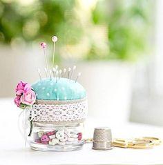 Baby Food Jars - So clever. Reusing a baby food jar for a pin cushion Baby Jars, Baby Food Jars, Glass Jars, Mason Jars, Diys, Mason Jar Projects, Sewing Notions, Pin Cushions, Diy Gifts