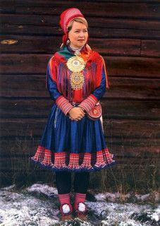 Finland A colorful costume of the Sami people of Northern Scandinavia - also known as Lapps. Helsinki, Folklore, Costume Ethnique, Costumes Around The World, Folk Clothing, Islamic Clothing, Lappland, Beautiful Costumes, Ethnic Dress