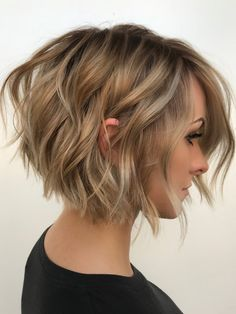 Over 100 short hairstyles for fine Über 100 kurze Frisuren für feines Haar Like most hair types, fine hair can be a blessing and a curse. It feels soft, but can be difficult to style. Layered Bob Hairstyles, Haircuts For Fine Hair, Short Bob Haircuts, Short Hairstyles For Women, Straight Hairstyles, Choppy Bob Hairstyles Messy Lob, Tousled Bob, Hairstyles Haircuts, Short Bob Updo