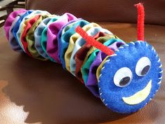 Via an OCC Craft Group - Yo-yo caterpillars for your shoe boxes!