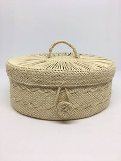Toquilla Palm basket, hand woven with natural ingredients by women-led businesses in Nariño, Colombia. Coffer, Hand Weaving, Palm, My Etsy Shop, Buy And Sell, Handmade, Stuff To Buy, Hand Made, Craft