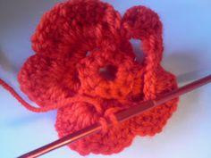 Silles hantverk: Virkad blomma Crochet Necklace, Crochet Ideas, Madrid, Crochet Flowers