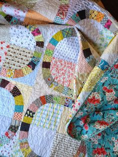 Diane from Random Thoughts do or di made this beautiful Denyse Schmidt Quilts Single Girl Quilt 100% pieced and quilted using #Aurifil and had a fabulous time at the beach with her husband taking photos! To see more please visit http://www.randomthoughtsdoordi.com/2014/08/double-date.html