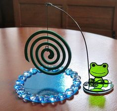 Frog Life, Cute Frogs, Little Gifts, Art Lessons, Stained Glass, Creema, Spirals, Frogs, Ornaments