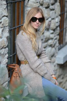 greyz r always in. esp wen teamed wid an amazing belt! How To Purl Knit, Knit Purl, Estilo Blogger, The Blonde Salad, Cozy Sweaters, Knitwear, Winter Outfits, Winter Fashion, Street Style