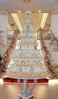 Extreme Wedding Cakes, Huge Wedding Cakes, Extravagant Wedding Cakes, Wedding Cake Display, Luxury Wedding Cake, Wedding Cake Decorations, Elegant Wedding Cakes, Beautiful Wedding Cakes, Gorgeous Cakes