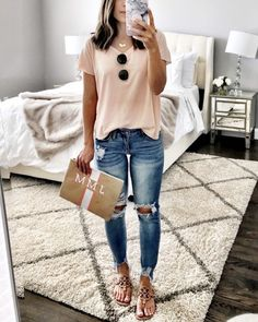 Flat Lays Come to Life Spring Outfits, Peach tee, ripped jeans, tory burch sandals, & embroidered clutch Fashion Mode, Look Fashion, Fashion Outfits, Womens Fashion, Fashion Clothes, Latest Fashion, Travel Outfits, Feminine Fashion, Jeans Fashion
