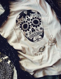 Skull Day Of The Dead | Organic Fairtrade t-shirt | Women's top | Ethical clothing | Opal #tshirts #organictshirts #fairtrade #organiccotton #etsy #etsygreekstreetteam #ethicalfashion #dayofthedead #skull #mexican #opal #beige #EtsyGifts