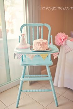 1st birthday party, pink lindsey gomes photography - I want this highchair for Jolie's party!