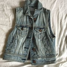 American Eagle Sleeveless Jean Jacket Sleevless, comfortable, never worn and in perfect condition. Is an XS, but can also fit an S. American Eagle Outfitters Jackets & Coats Jean Jackets