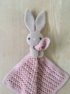 Her finder du opskriften på NuCrochet Patterns Blanket Here you will find the recipe for Nussekaninen Karla. The basic recipe for the actual cloths … Crochet Security Blanket, Crochet Lovey, Crochet Baby Toys, Crochet Bunny, Crochet Blanket Patterns, Baby Knitting Patterns, Crochet For Kids, Amigurumi Patterns, Crochet Animals