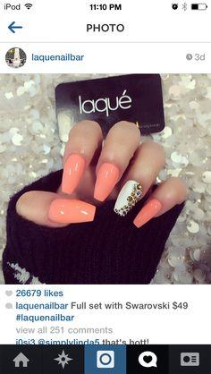 Sooo cute peach & white nails. Brown diamonds. Loooove
