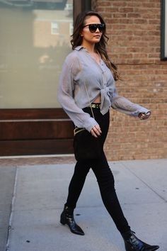 Chrissy teigen 90s Fashion, Fashion Models, Autumn Fashion, Chrissy Teigen Style, Parisian Chic Style, Street Outfit, Signature Style, Classy Outfits, Passion For Fashion