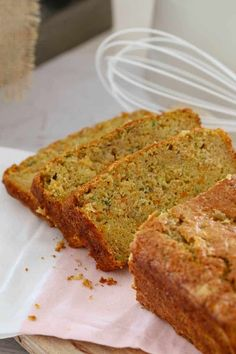 A simple (and nut-free) Apple, Zucchini & Carrot Bread that is moist and delicious. Perfect for lunch boxes or an afternoon tea treat! Lunch Box Recipes, Dinner Recipes For Kids, Kids Meals, Köstliche Desserts, Delicious Desserts, Yummy Food, Carrot Zucchini Bread, Carrot Loaf, Carrot Cake With Pineapple