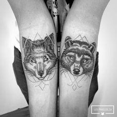 Leo Marsiglia é brasileiro e formado em design gráfico. Depois de 10 anos trabalhando com propaganda, o moço resolveu se livrar das garras de uma profissão qual nunca se sentiu verdadeiramente bem e agora está com os bichos soltos. O trabalho de Leo como tatuador se alastrou com menos de 2 anos de trabalho. Depois (...)… Raccoon Tattoo, Fox Tattoo, Wolf Tattoos, Tatoos, Dot Work, Light Art, Tattoo Drawings, Tattoo Inspiration, Blackwork