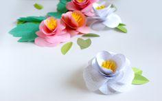 Une guirlande printanière pour mettre un peu de fraicheur dans votre déco d'intérieur, des fleurs en papier très simples à réaliser. Un DiY coloré !