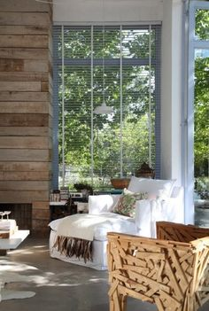 this room is so refreshing! somewhat those trees provide a fresh air..